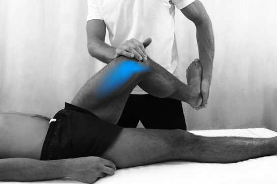 Knee pain can be addressed by our osteopaths at Blackheath Sports Clinic - Osteopath Dr Christoph Datler doing orthopaedic testing of the meniscus