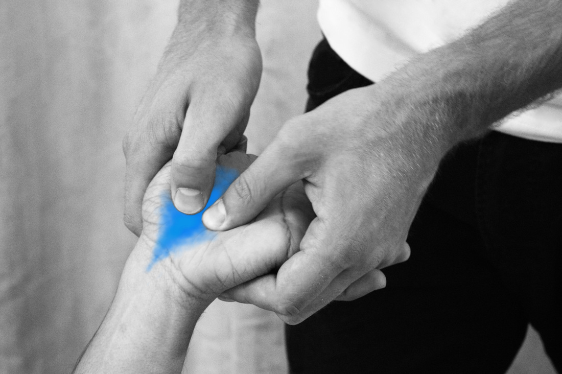Osteopathy can help with wrist pain such as carpal tunnel syndrome - osteopathic technique to the palmar aspect of the hand by osteopath Dr. Christoph Datler