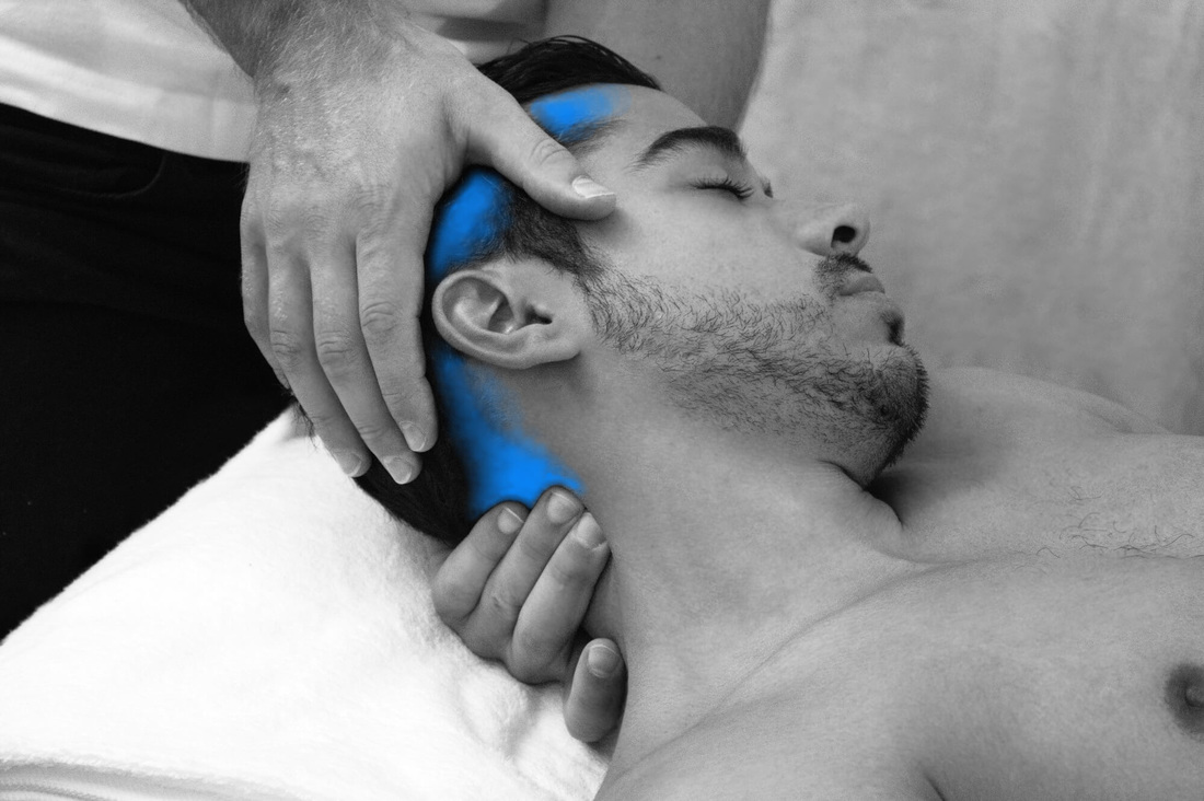 Manipulation of the neck by osteopath Dr. Christoph Datler - effective treatment of neck pain